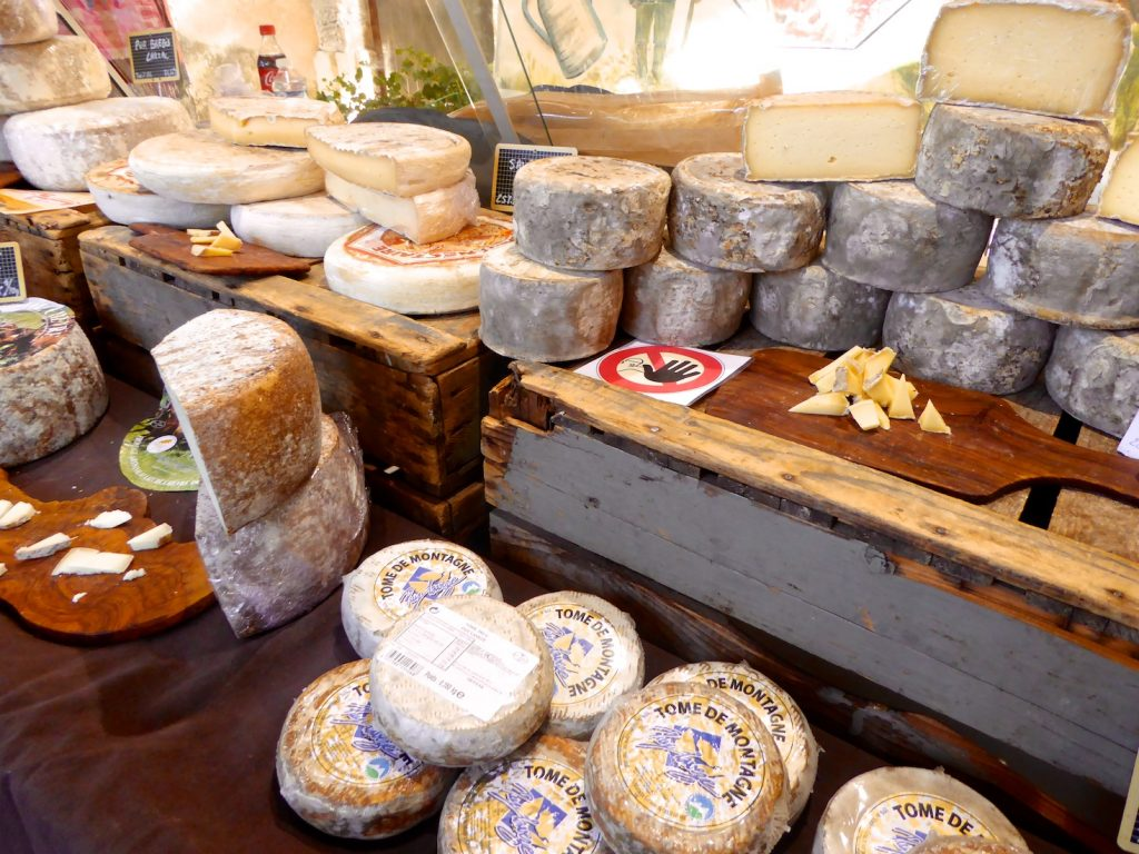 Chees in the Lourmarin market, Lourmarin, Luberon, Provence, France