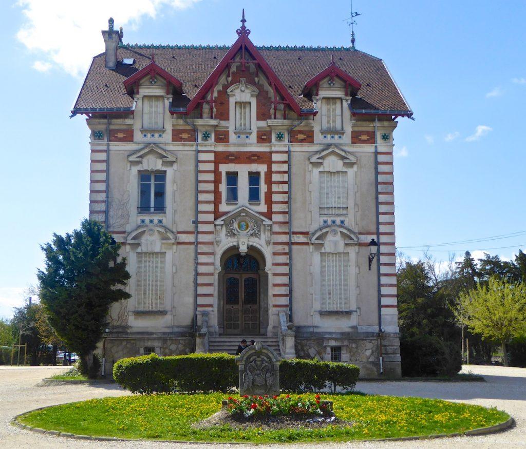 Property in L'Isle-sur-la-Sorgue, Luberon, Vaucluse, Provence, France