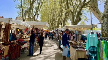 Lourmarin Travel Guide, Lourmarin Friday Market, Luberon, Provence