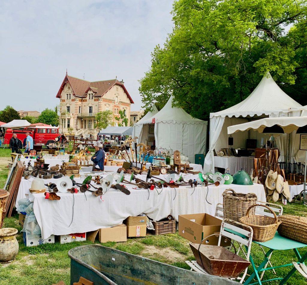 Spring Antiques Fair at L'Isle-sur-la-Sorgue, Luberon, Vaucluse, Provence, France