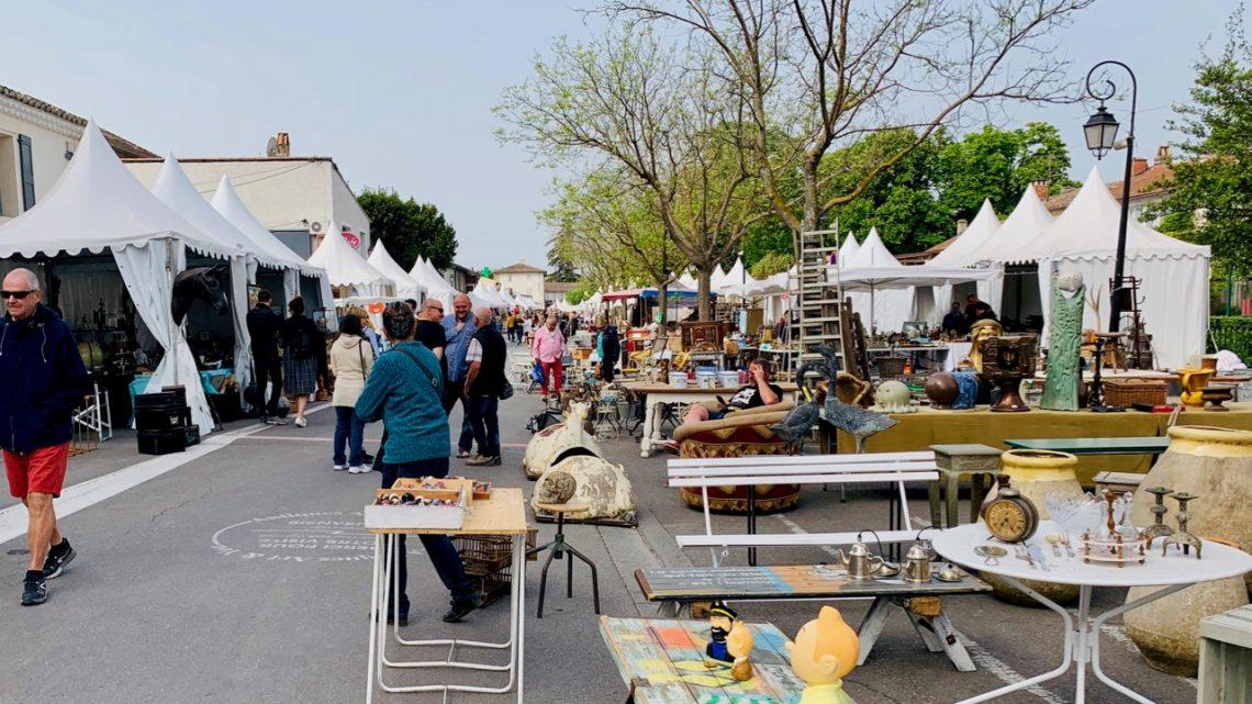 Spring Antiques Fair in l'Isle sur la Sorgue Luberon, Vaucluse France