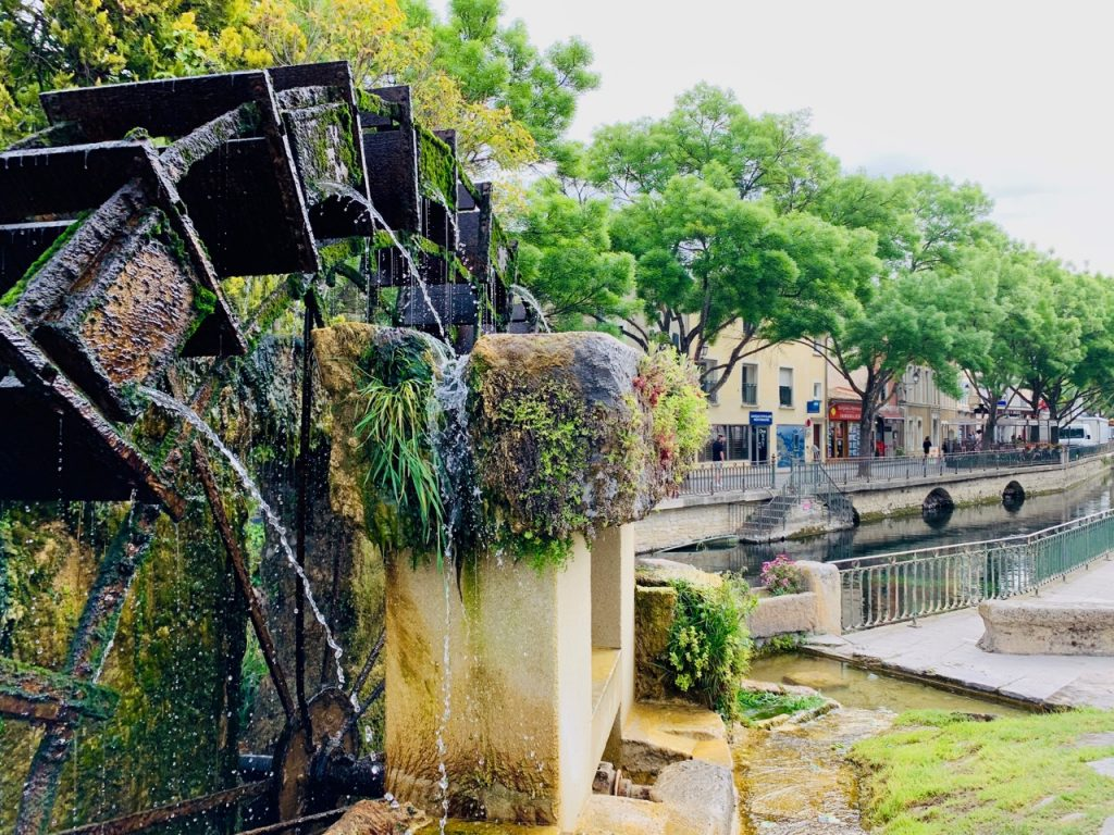 Water wheel in L'Isle-sur-la-Sorgue, Luberon, Vaucluse, Provence, France