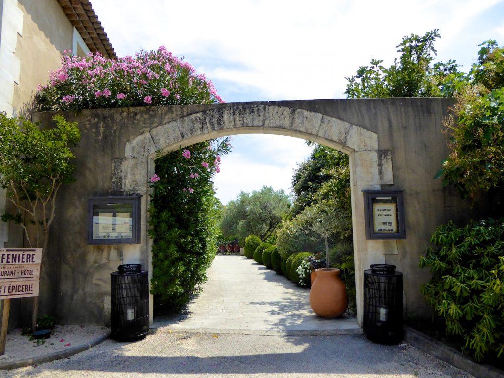 Entrance to L'Auberge la fenière, Lourmarin, Luberon, Provence, France